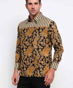 Long sleeves shirt Desain ethnic dalam motif batik Pointed collar, hidden button opening Left chest pocket dan detail button pada bagian lengan Material : Katun prima