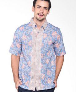 Short sleeves shirt Didesain trendy Dengan button opening, pointed collar, dan batik print Ideal digunakan untuk tampil fashionable Material : Katun prima