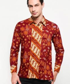 Batik lengan panjang Didesain etnik Pointed collar, front button opening Left chest pocket, dan detail button of cuffs Material : Katun Prima & Batik Print