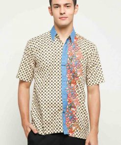 Short sleeves shirt Desain ethnic dalam motif batik Pointed collar, hidden button opening Left chest pocket Material : Cotton primis