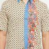Short sleeves shirt Desain ethnic dalam motif batik Pointed collar, hidden button opening Left chest pocket Material : Cotton primis
