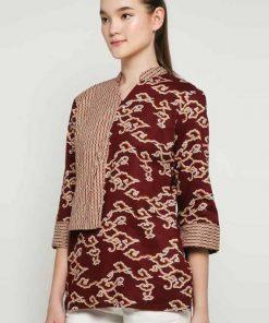 1. 3/4 sleeve blouse 2. Didesain etnik dalam batik pattern 3. V-neckline 4. Back zipper closure 5. Material : Katun Prima, Batik Print