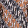7/8 sleeves blouse Didesain etnik Round neckline, detail asymmetric cutting, dan back zipper opening Nyaman saat digunakan Material : Katun prima & batik print